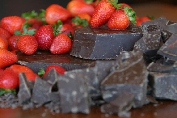 Dark chocolate pieces and strawberries.